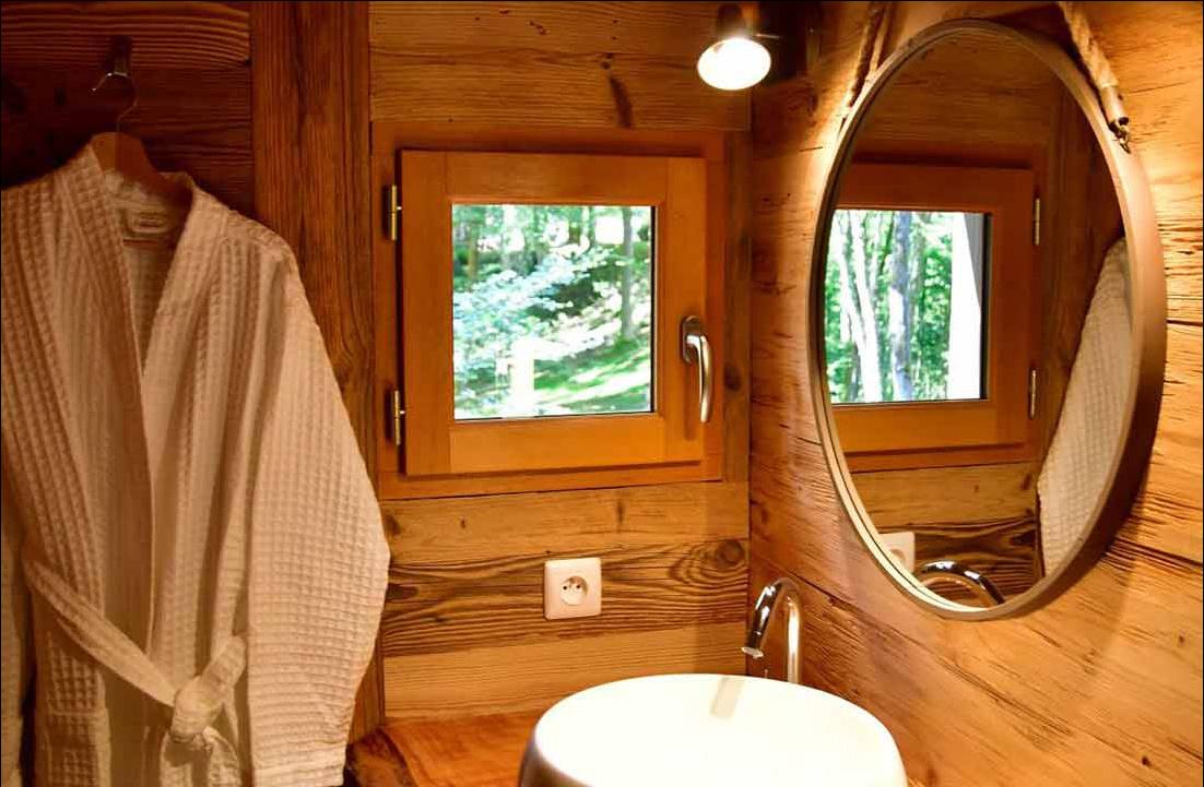 bathroom refuge mont perdu